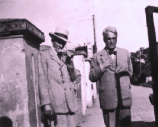A A rare photograph of W.B. Yeats & brother Jack B. Yeats